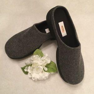 Talbots NWOT Grey Wool Clogs/Mules Size 9